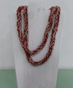 collana di lana rossa