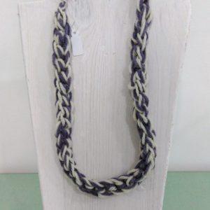 collana di lana naturale due toni lilla e bianco