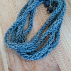 collana di lana grigio